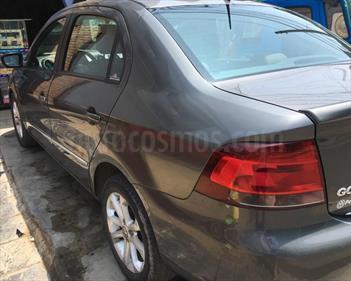 Volkswagen Gol Sedan Estilo 1.6L usado (2011) color Gris Roca precio $6,999