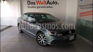 Foto venta Auto Seminuevo Volkswagen Jetta 2.0 (2017) color Gris Platino precio $239,000