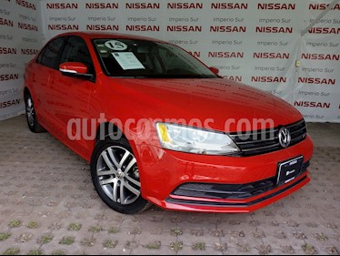 Foto venta Auto Seminuevo Volkswagen Jetta Comfortline Tiptronic (2015) color Rojo Tornado precio $200,000