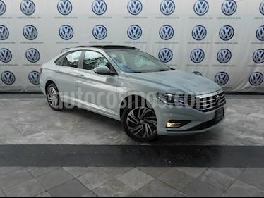 Foto venta Auto Seminuevo Volkswagen Jetta Highline (2019) color Plata precio $414,000