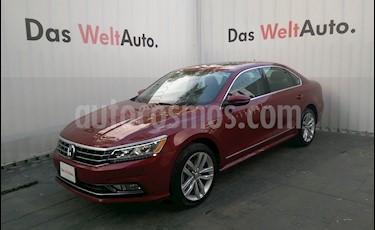 Foto venta Auto Seminuevo Volkswagen Passat DSG V6 (2017) color Rojo Ember precio $399,999