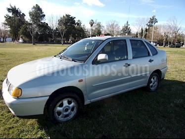 Foto venta Auto Usado Volkswagen Polo Classic 1.6 Mi (1998) color Plata precio $76.000