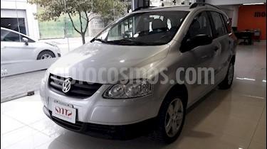 Foto venta Auto Usado Volkswagen Suran 1.6 Track (2010) color Gris Claro precio $175.000