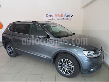 Foto venta Auto Seminuevo Volkswagen Tiguan Comfortline 5 Asientos Piel (2018) color Gris Platino precio $454,541