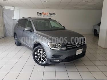 Foto venta Auto Seminuevo Volkswagen Tiguan Comfortline 7 Asientos Tela (2018) color Gris Platino precio $419,900
