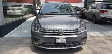 Foto venta Auto Usado Volkswagen Tiguan Comfortline (2018) color Gris Platino precio $405,000