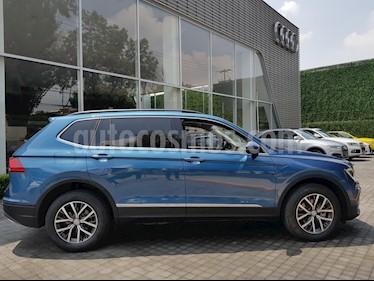 Foto venta Auto Seminuevo Volkswagen Tiguan Comfortline (2017) color Azul Atlantico precio $420,000