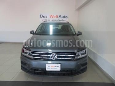 Foto venta Auto Seminuevo Volkswagen Tiguan Trendline Plus (2018) color Gris Platino precio $375,327