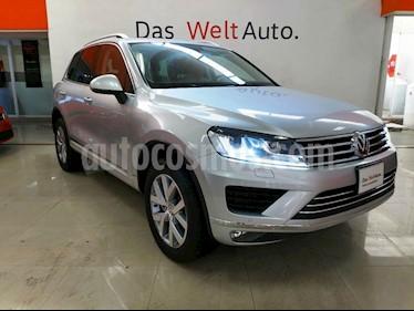 Foto venta Auto Seminuevo Volkswagen Touareg 3.0L V6 TDi Navegacion  (2017) color Plata precio $798,000