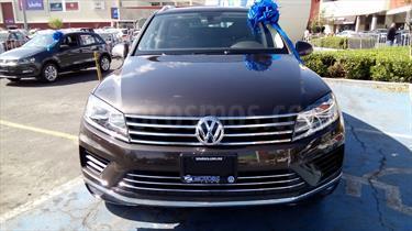 Foto venta Auto Seminuevo Volkswagen Touareg 3.0L V6 TDI (2017) color Marron precio $940,990