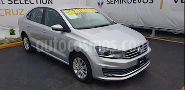 Foto venta Auto Seminuevo Volkswagen Vento Comfortline Aut (2017) color Plata Reflex precio $185,000