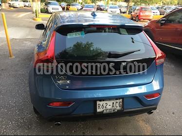 Foto venta Auto Seminuevo Volvo V40 Momentum Aut T4 (2015) color Azul Metalizado precio $285,000
