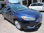 Foto venta Auto Seminuevo Ford Focus TITANIUM 4-ptas (2016) color Azul Cosmos precio $299,900