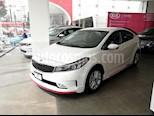 Foto venta Auto Seminuevo Kia Forte EX (2018) color Blanco precio $285,000