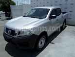 Foto venta Auto Seminuevo Nissan NP300 DOBLE CABINA SE TM AC PAQ SEG 6VEL. (2017) color Plata precio $270,000