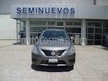 Foto venta Auto Seminuevo Nissan Versa SENSE A/T A/C 1.6L (2017) color Gris Acero precio $177,000