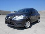 Foto venta Auto Seminuevo Nissan Versa Sense (2017) color Gris Oscuro precio $180,000