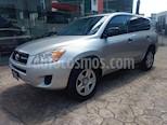 Foto venta Auto Seminuevo Toyota RAV4 2.5L Base 3a. fila de asientos (2011) color Plata precio $165,000