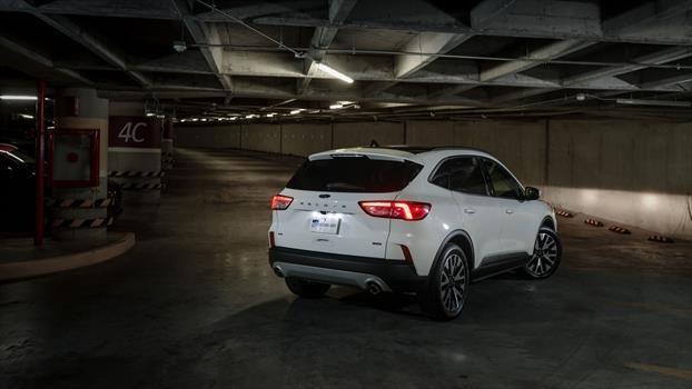 Ford Escape Hybrid 2020 - trasera