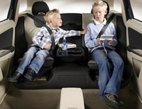 5 accesorios indispensables para viajar con chicos Sillas de carro para ninos