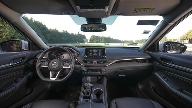 Nissan Altima 2019 - interior